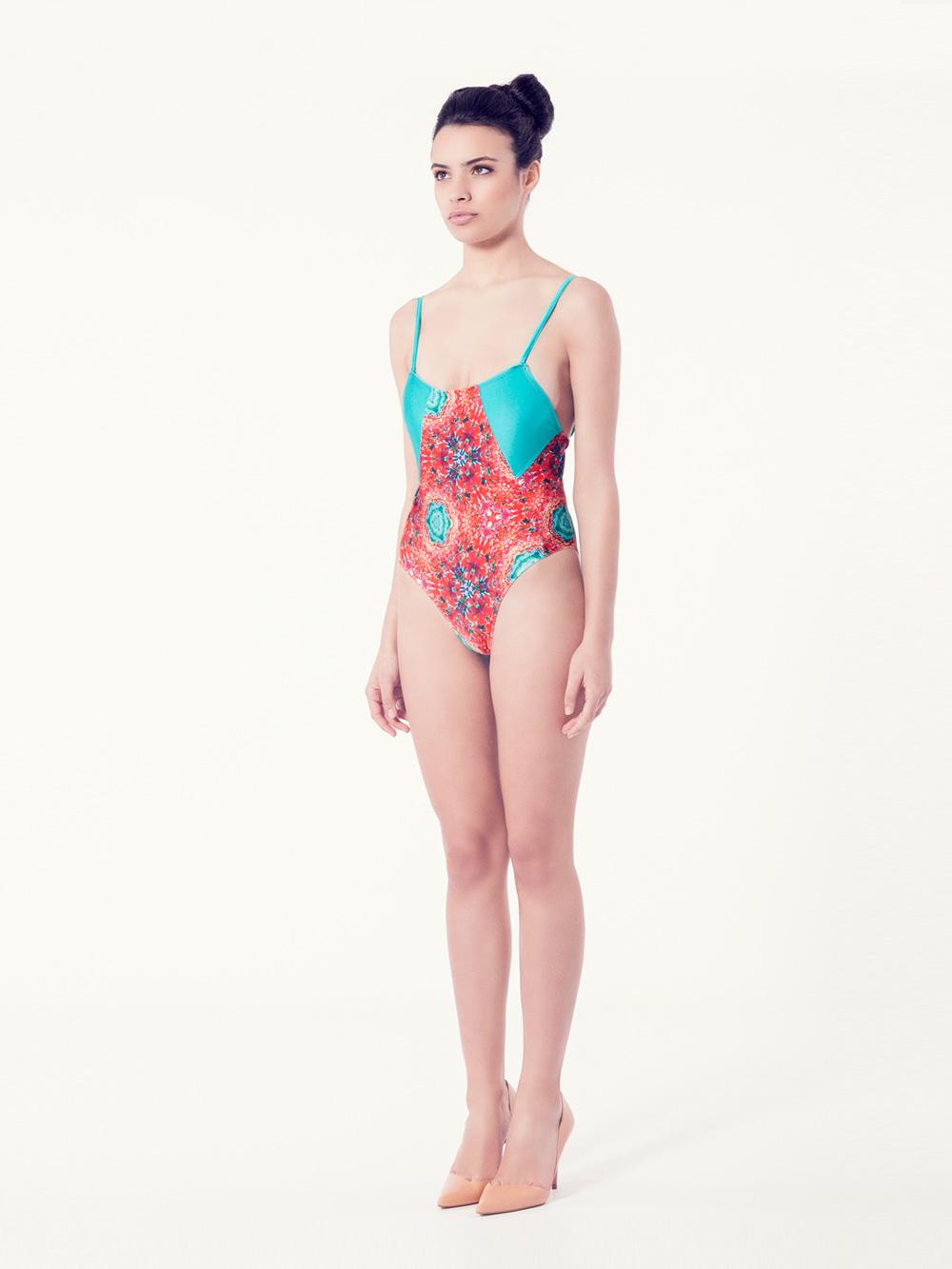 CLEMATIS Bañador tendencia – Vista normal– Estampado rojo – nadadora.com.es – swimwear