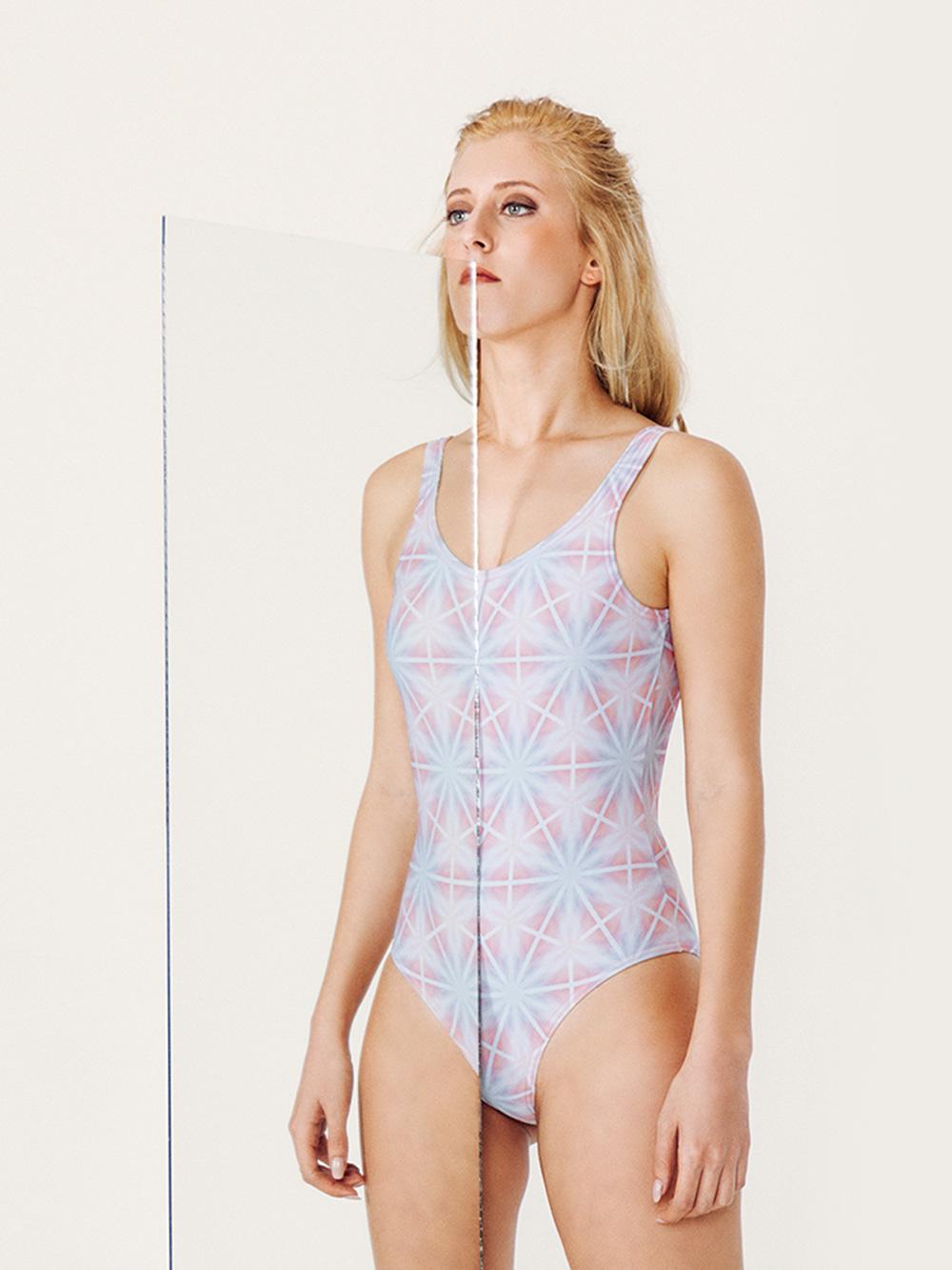 MINERVA Bañador básico – Especial – Estampado AZUL/ROSA – nadadora.com.es – swimwear