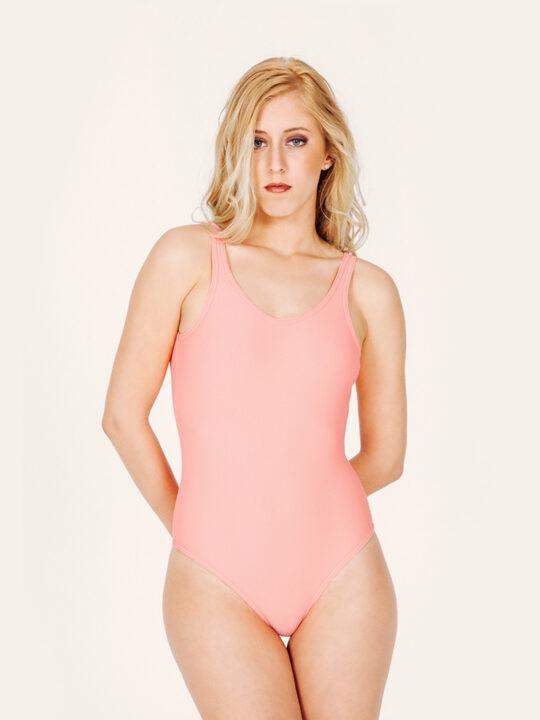 MINERVA Bañador básico – Frontal – Liso Coral – nadadora.com.es – swimwear