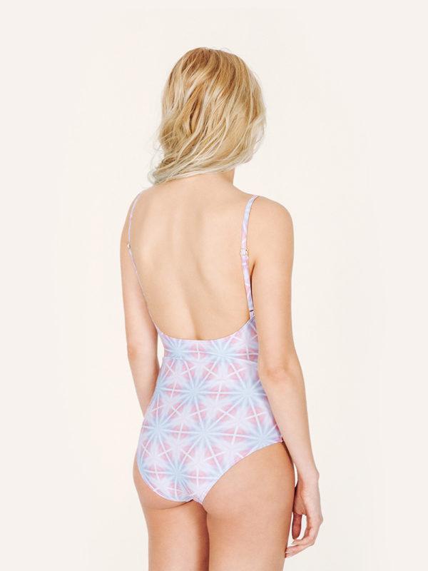 LIBERA Bañador básico – Espalda – Estampado AZUL/ROSA – nadadora.com.es – swimwear