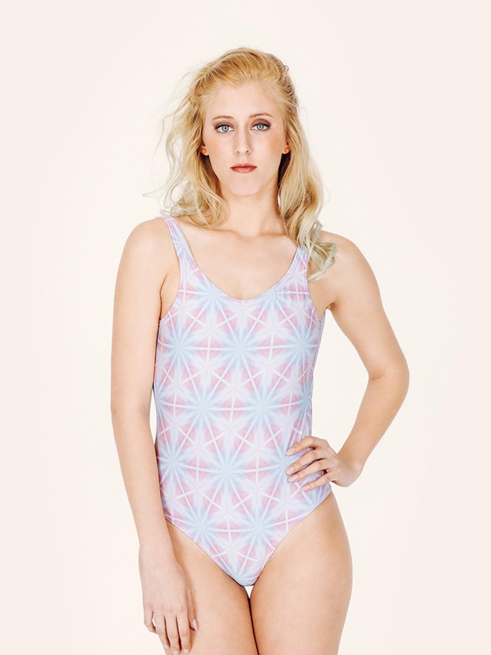 MINERVA Bañador básico – Frontal – Estampado AZUL/ROSA – nadadora.com.es – swimwear